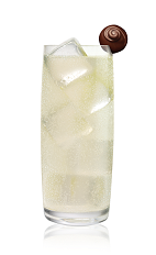 The Raz and Ginger drink is made from Stoli Chocolat Razberi vodka and ginger ale, and served in a highball glass.